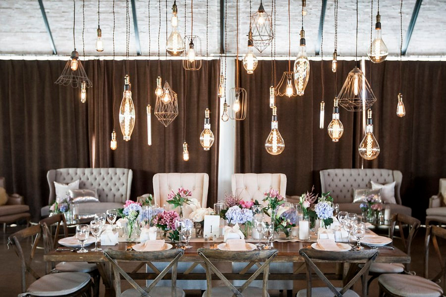 Lighting a guest wedding table