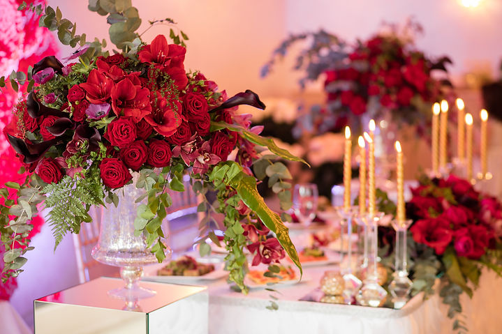 Table setting at a luxury wedding recept