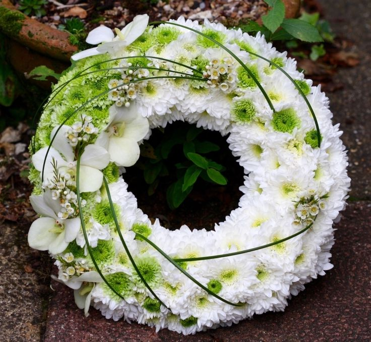 Modern Chrysanthemum wreath