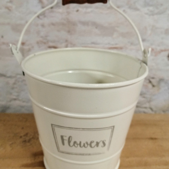Small Cream buckets