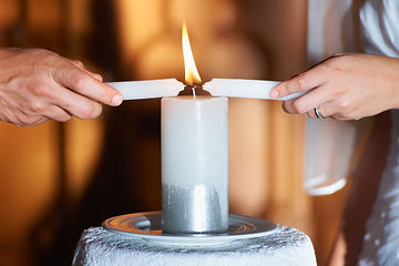 Weddingceremonycandles-GettyImages-18108
