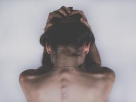 Il sintomo ti parla - con il collo bloccato: acqua, fuoco e fiori di Bach-