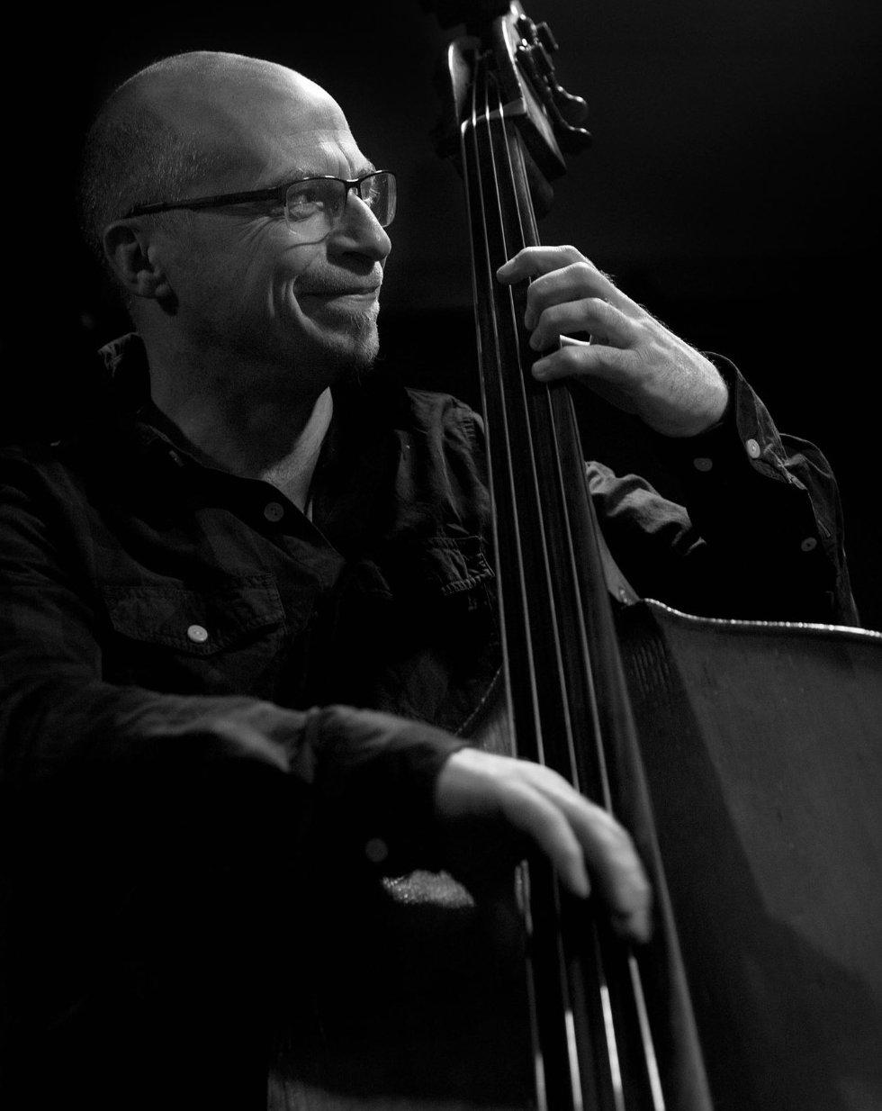 Simon Thorpe bass Greg_edited.jpg