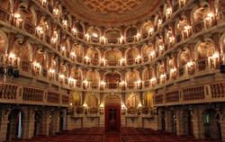 Teatro_Mantova_(13384947483).jpg