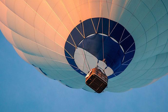 hot-air-balloon-3648832.jpg
