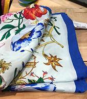 Carré de soie fleurs 2 photo1.jpg