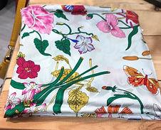 Carré de soie fleurs photo1.jpg