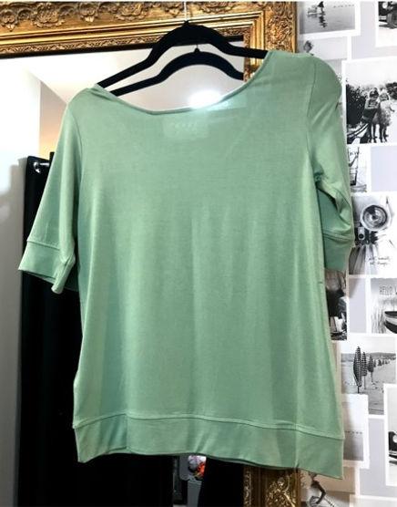 Tee shirt vert pâle photo1.jpg