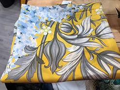 Crré de soie jaune fleurs photo2.jpg