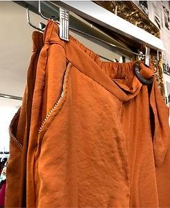 Pantalon fluide couleur caramel zoom poc