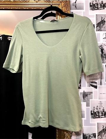 Tee shirt vert pâle street one face.jpg