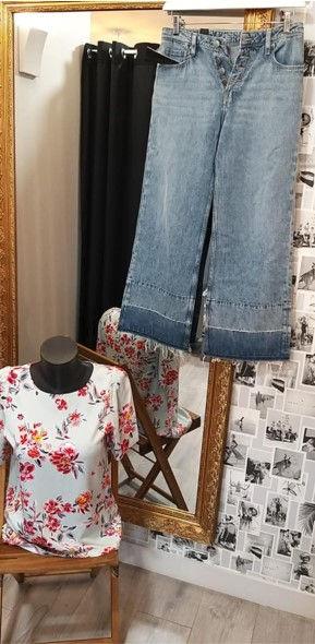 Tenue jean et tee shirt fleuri.jpg
