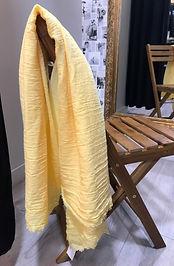 Foulard jaune.jpg