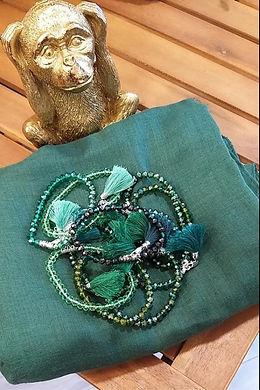 foulard vert et collier assorti.jpg