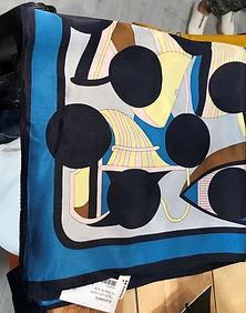 Petit carré de soie bleu photo1.jpg