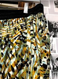 Pantalon fluide vert et noir zoom poche.