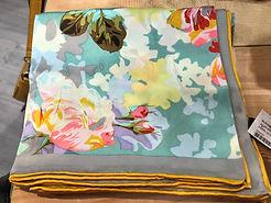 Crré de soie jaune fleurs photo1.jpg