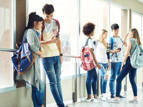 What are the benefits of engaging with parents with a school app?