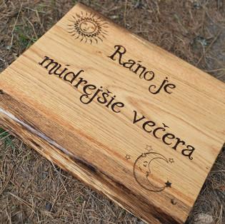 """Eichenschild """"Morgen"""" für Tierpark Žarnovica"""