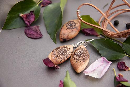 "Ohrringe und Anhänger Set aus Buchenholz ""Mandala"""