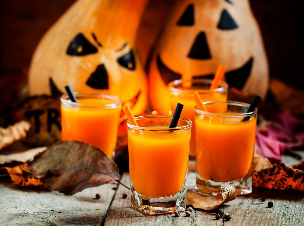 Delectable pumpkin juice to wash down those Halloween treats. Harry Potter Pumpkin Fizz recipe, easy homemade.