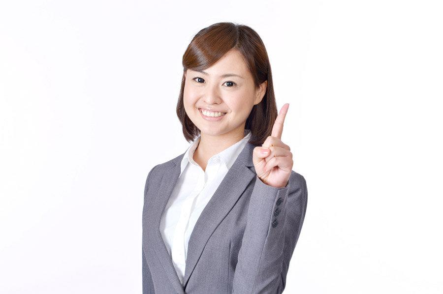 解説をする女性社員.jpg