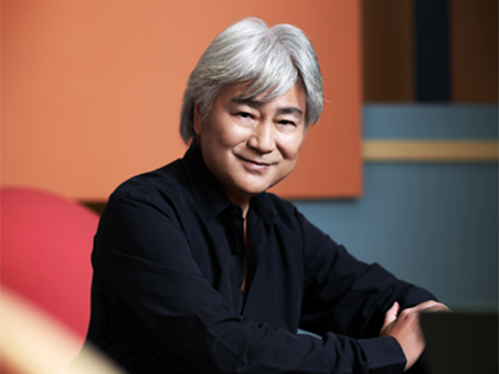 Dr. Mui Kwong-chiu wins the Artist of the Year (Music) at the 14th Hong Kong Arts Development Awards