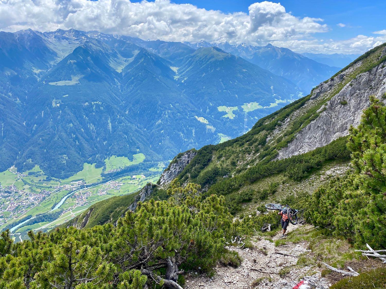 Mountainbike tragen, Bike & Hike Tschirgant, Tirol