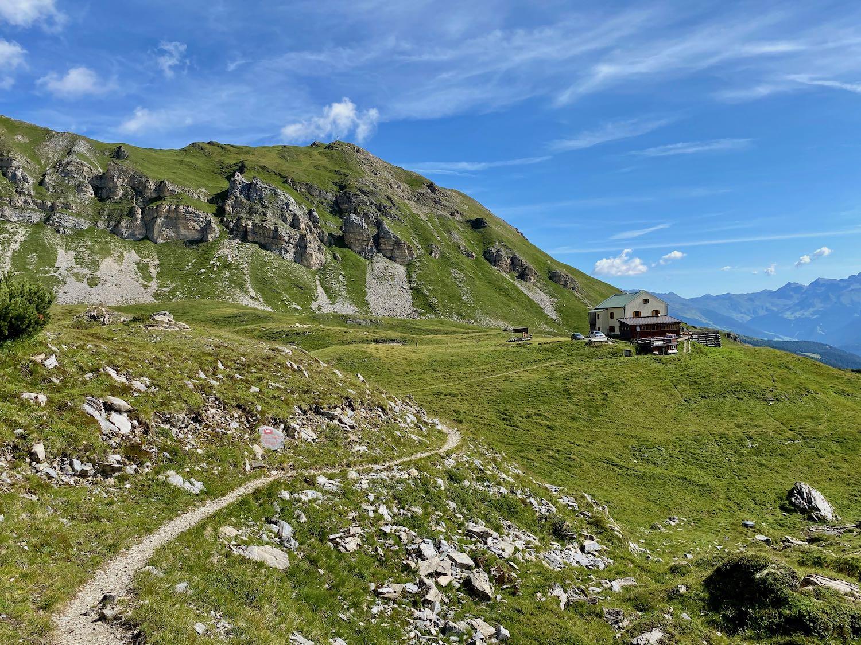 Blick zum Padasterjochhaus, Bike & Hike Tirol
