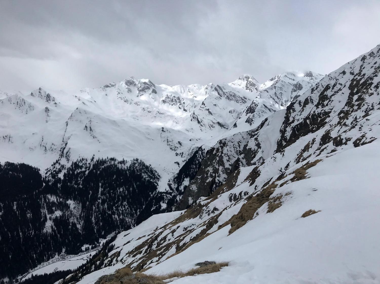 Ausblick am Gipfel mit Wolken, Ratschinger Kreuz