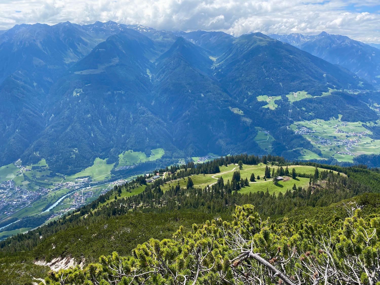 Blick zur Karrer Alm, Bike & Hike Tschirgant, Tirol