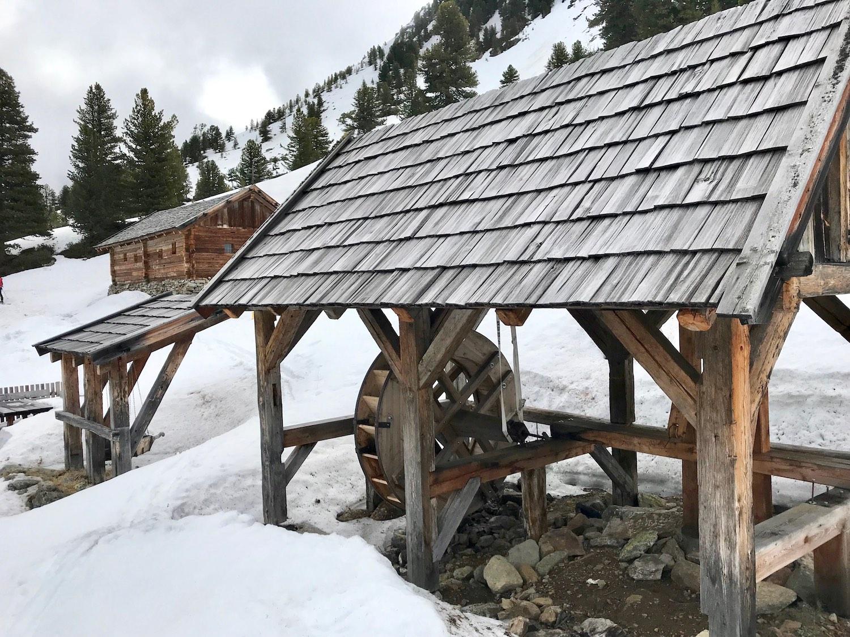 Holzhuette mit Wasserrad, Wetterkreuzkogel Kuehtai