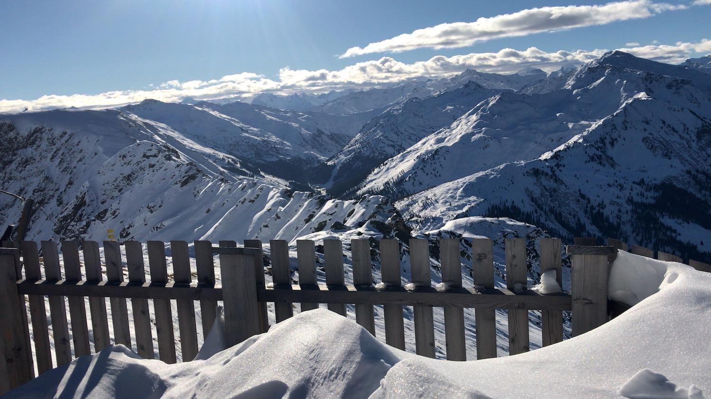 Zaun und Blick in das Inntal, Skitour Kellerjoch