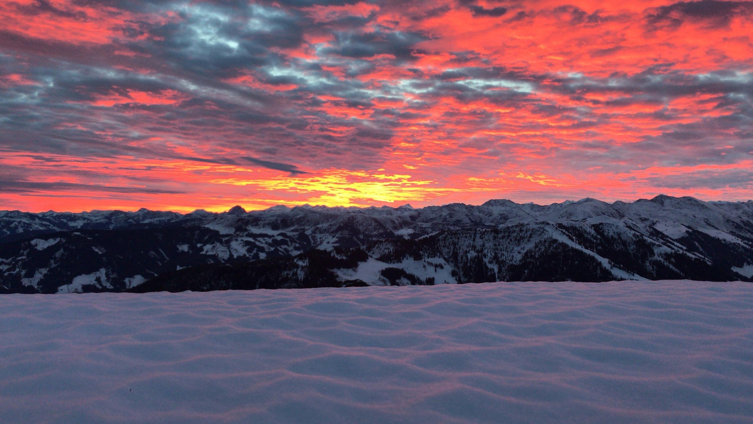 Sonnenaufgang am schneebedeckten Gipfel, Sonnenaufgangstour Alpbachtal