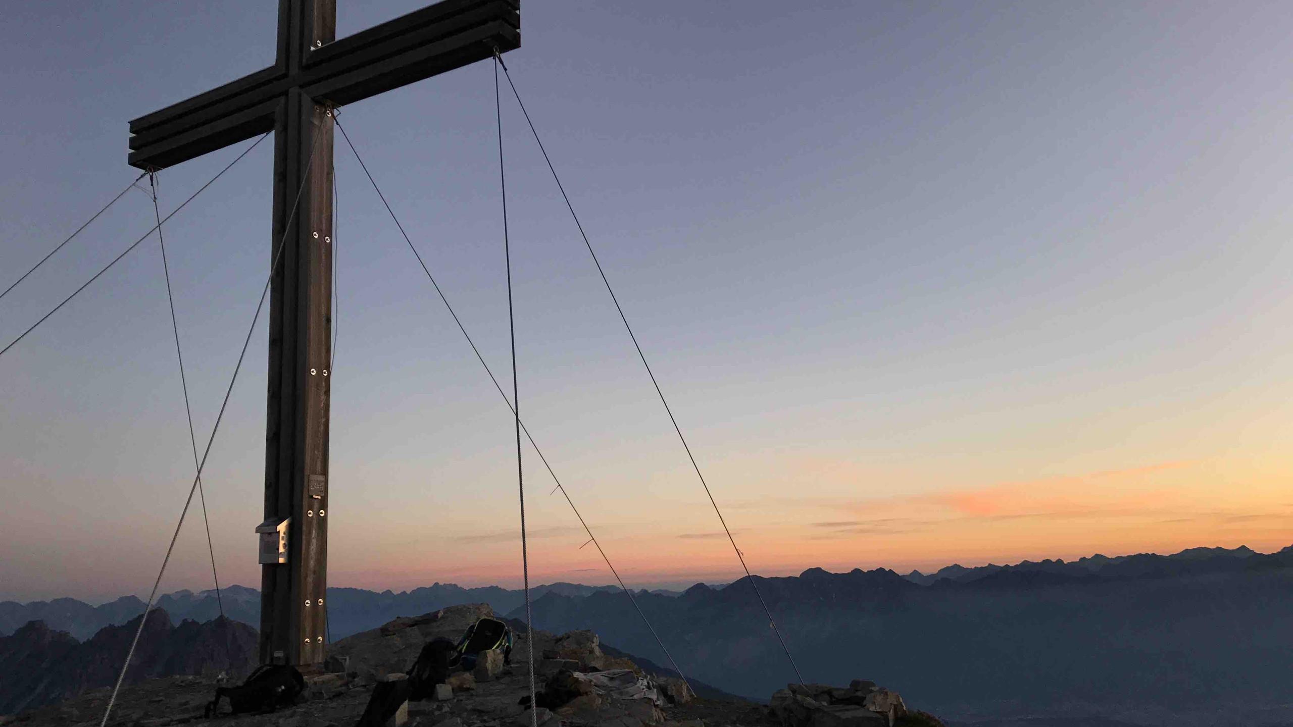Gipfelkreuz Serles, Sonnenaufgangstour Serles