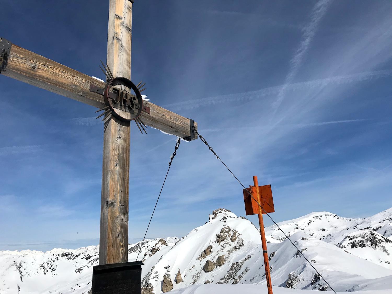 Gipfelkreuz aus Holz, Skitour Mislkopf