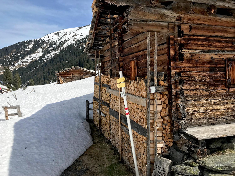 Holzhuette mit Wegweiser, Ochsenkopf Kelchsau