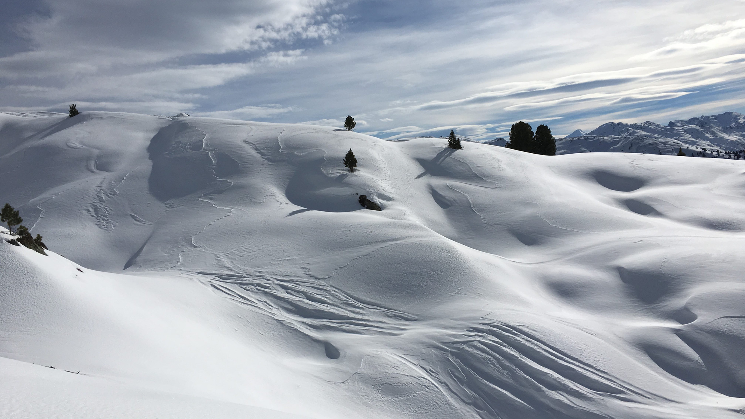 Pulverhaenge bei der Abfahrt, Skitour Gilfert