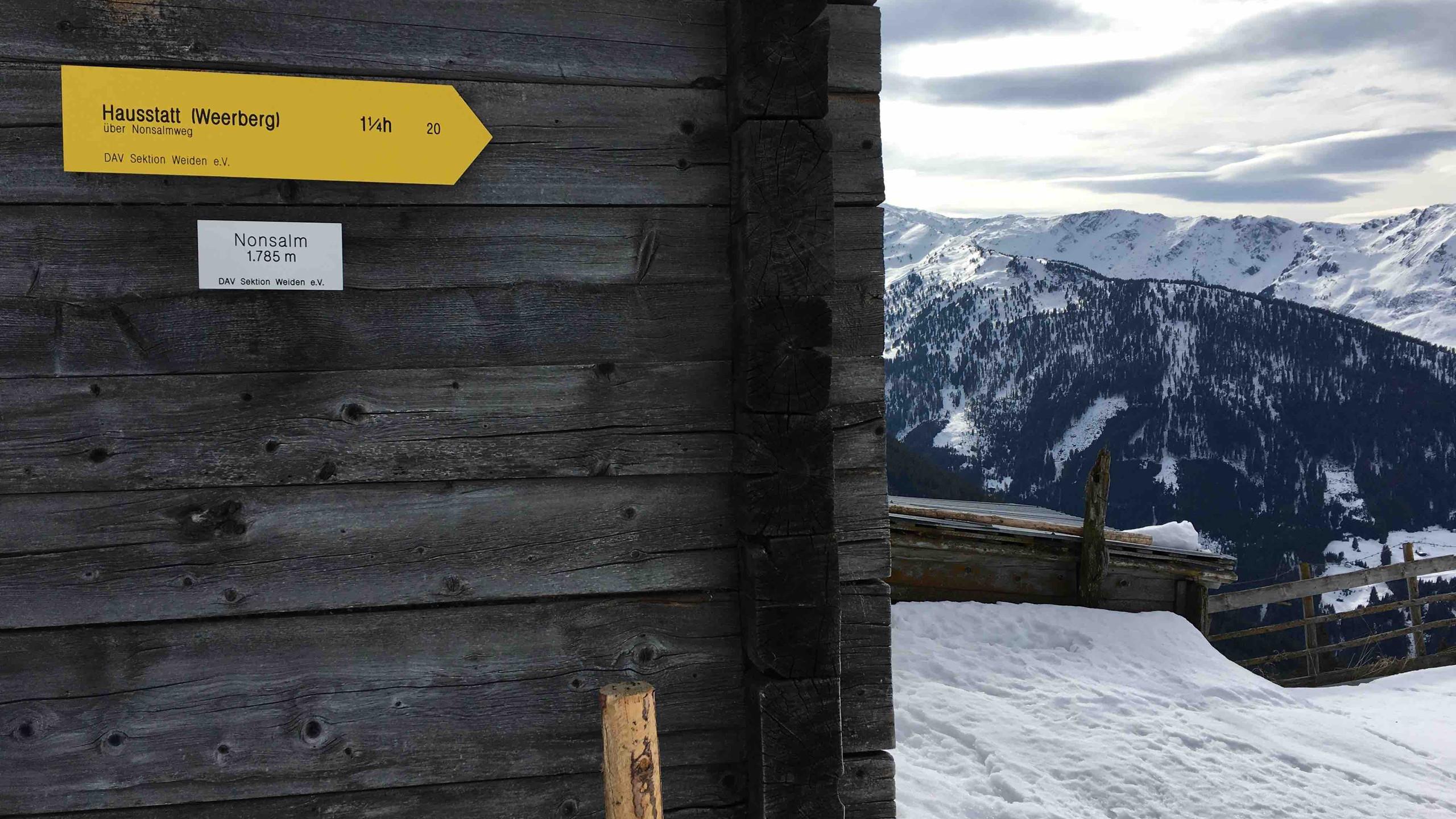 Nonsalm mit Wegweiser, Skitour Gilfert