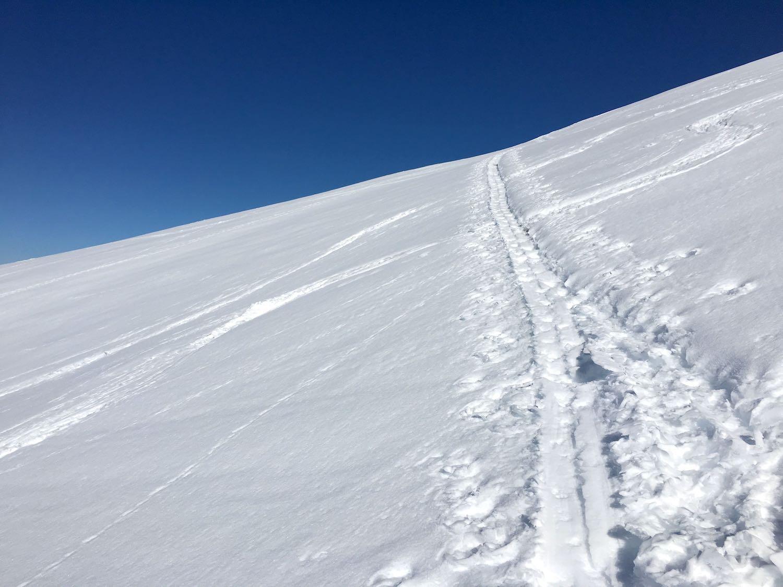Aufstiegsspur im Schnee, Skitour Pirchkogel