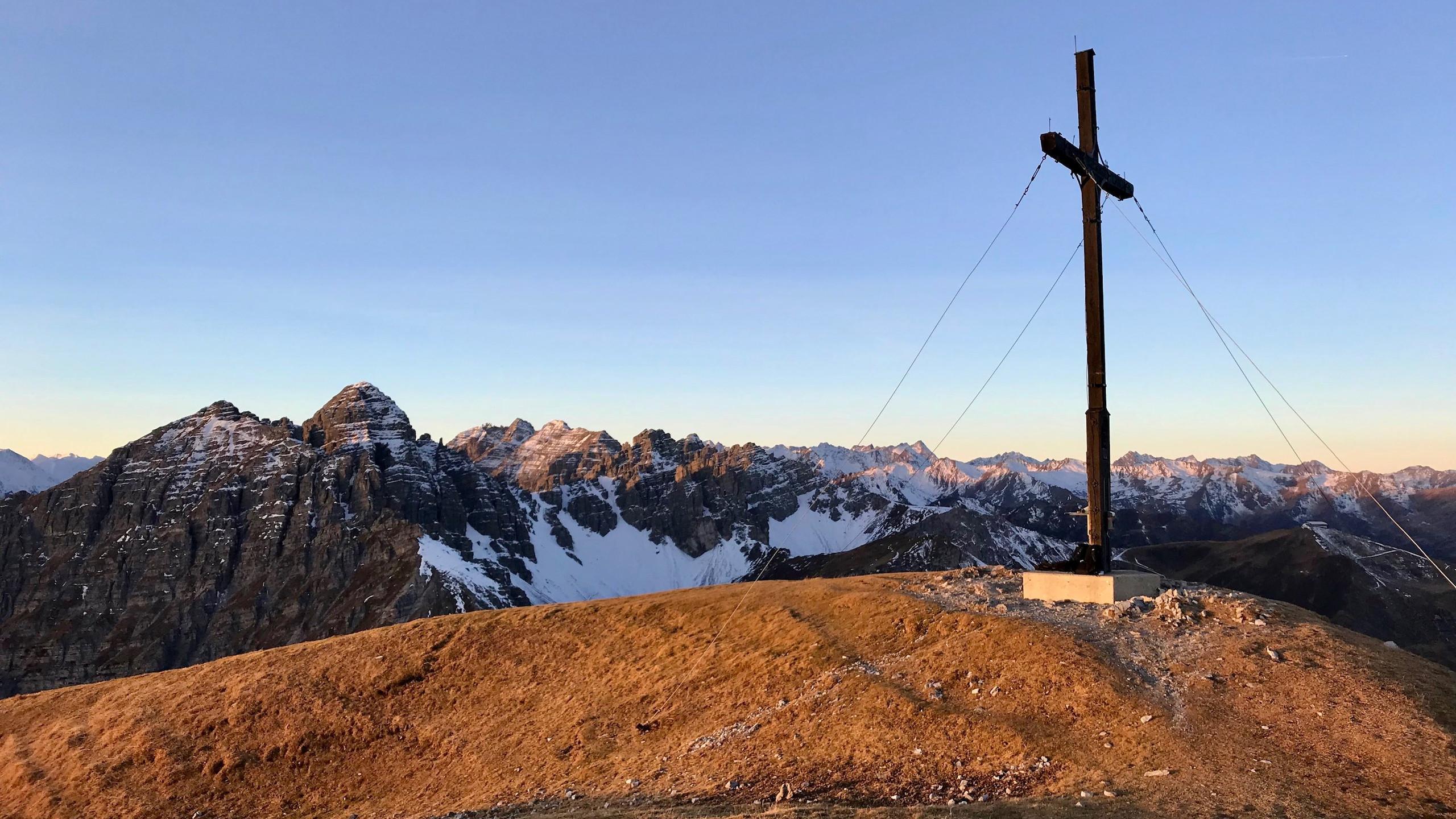 Nockspitze mit Gipfelkreuz, Sonnenaufgangstour