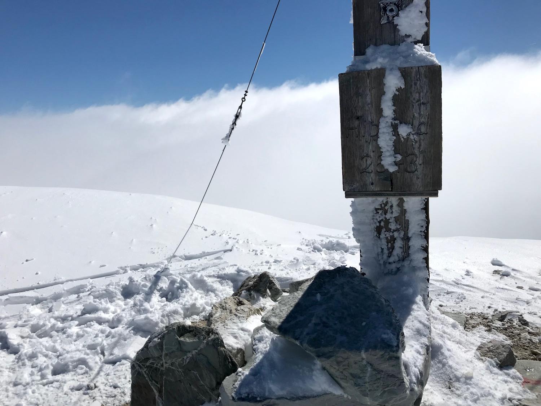 Gipfelbuch und Gipfelkreuz, Hippold Wattener Lizum