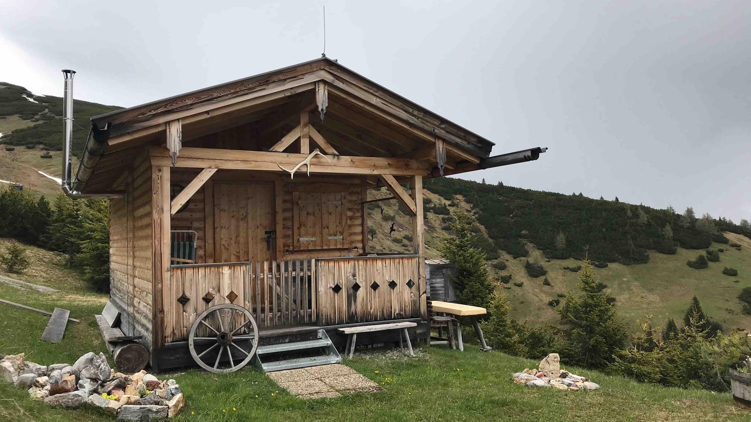 Urige Holzhuette mit Stil, Biketour Gschnitztal