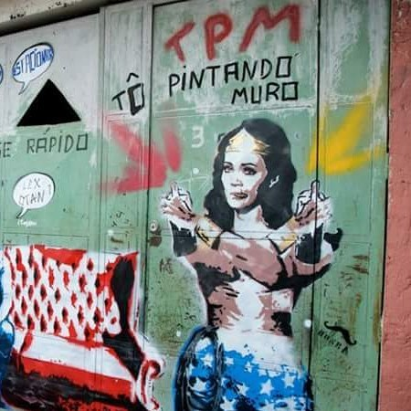 TPM...tô pintando muro.