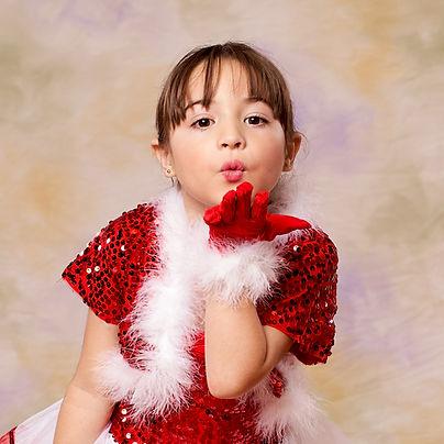 SARAH MENDALUZA CACF KISS.jpg