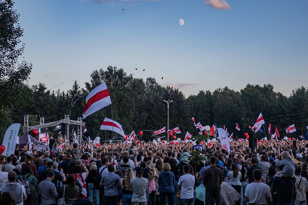 ^4: https://commons.wikimedia.org/wiki/File:Rally_in_support_of_Tsikhanouskaya_in_Minsk_(30_July_2020)_-_58.jpg
