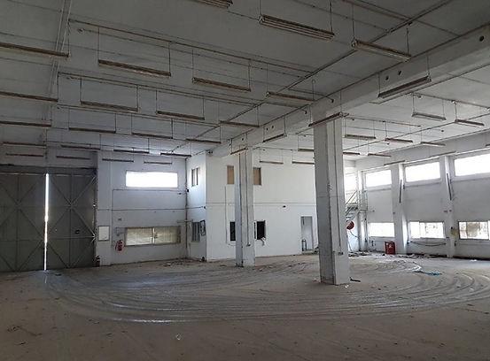 """מבנה תעשייה להשכרה אזור התעשייה של אשדוד בשטח של 1600 מ""""ר על מגרש של 3 דונם המשמש חצר . גובה בין 5.5 ל 6.5 מטר  . כניסה מיידית ."""