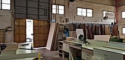"""להשכרה ביבנה , מבנה תעשייה של  665 מ""""ר  עם משרדים צמודים."""