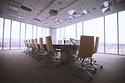 בפתח תקווה, משרדים להיי - טק בתכנונן אדריכלי  ברמה גבוה לכניסה מידית, למבנה יש לובי מכובד