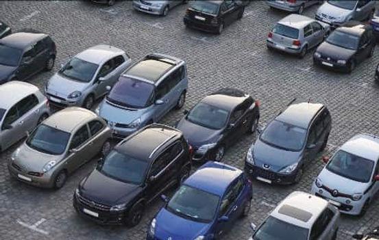 """מגרש לתצוגה ומכירת רכבים בראשון לציון  ,מגרש בן 2700 מ""""ר , מיועד לחברות טרייד אין , השכרה רכב , וגם ליבואני רכב גדולים"""